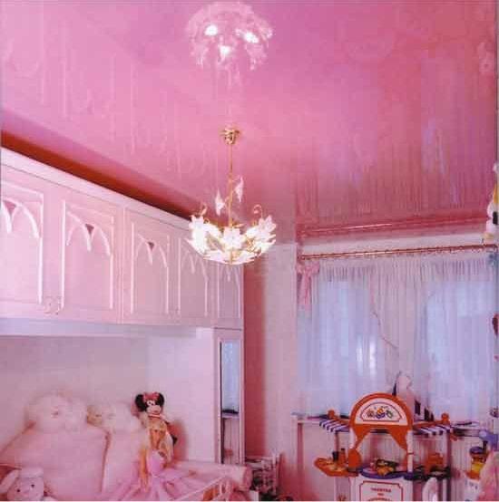 Преимущества натяжных потолков в детской комнате